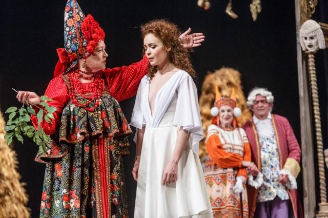 Екатерина II предстаёт властной, но не самой счастливой женщиной.