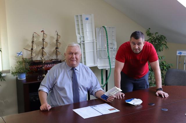 Много лет сын Дмитрий  работает  рядом с отцом - Андреем Фёдоровым.