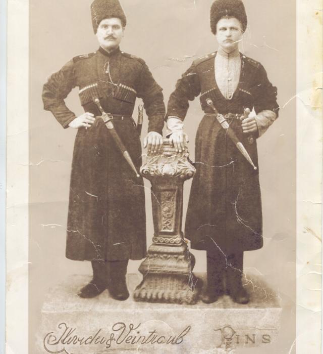 Андрей Ильич Кияшко (справа). Фото начала ХХ века.