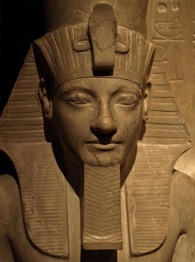 Фрагмент статуи Хоремхеба. Музей истории искусств. Вена
