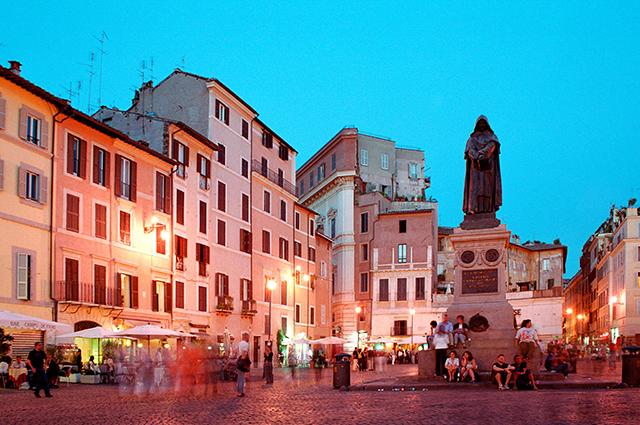 Памятник Джордано Бруно на площади Цветов в Риме