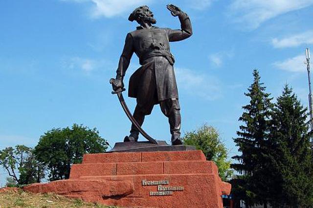 Памятник Кондратию Булавину в Луганской области