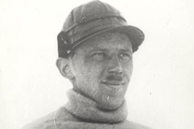 Советский летчик Борис Чухновский, который сам оказался во льдах при спасении людей.