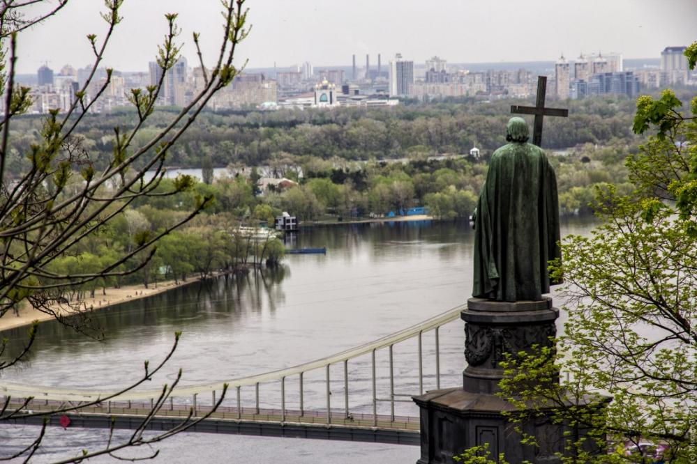 Памятник князю на Владимирской горке в Киеве