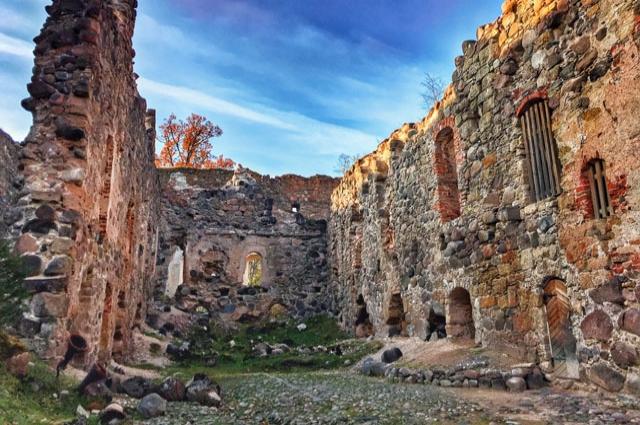 Развалины старинного замка в Рауне.