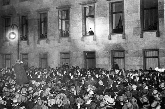 Адольф Гитлер в день своей инаугурации рейхсканцлером.