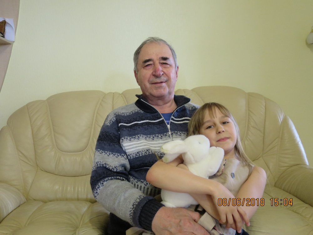 Благодаря деду, Владимиру Павловичу, Катя обязательно сохранит память об истории семьи Лошкарёвых в годы войны.