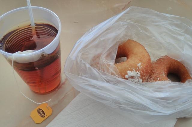 А если деньги у студента кончатся, то позавтракать возле общежития можно вполне бюджетно - всего за 36 рублей.