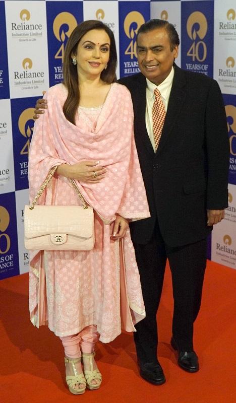 Мукеш Амбани с женой.