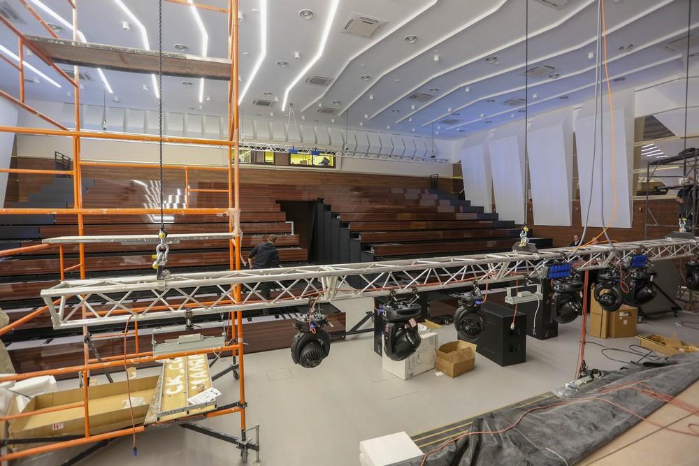 Концертный зал на 300 мест с выдвижными сидениями