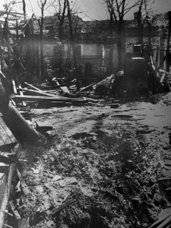 Место обнаружения трупов Адольфа Гитлера и Евы Браун.