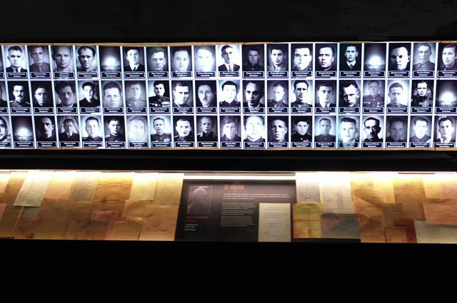 Галерея «Дорога Памяти» длиною 1418 шагов в память о 1418 днях и ночах, на протяжении которых длилась война.