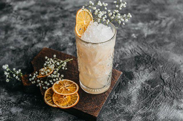 Лимонад из персика и бузины