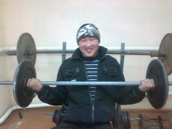 Бато Цыдендоржиев в спортзале