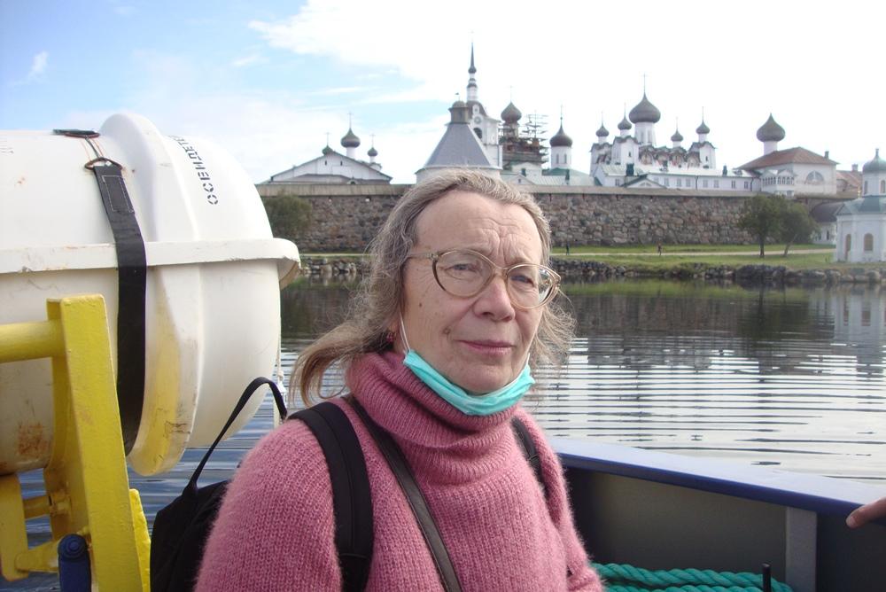 Елена Михайлова любит путешествовать и всегда привозит ученикам из поездок что-нибудь интересное.