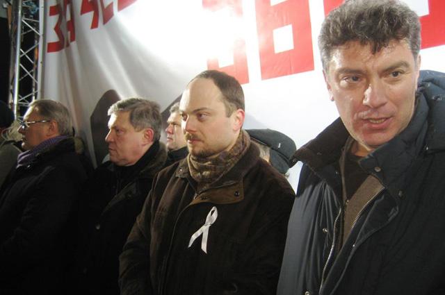 Слева направо: М. Касьянов, Г. Явлинский, С. Митрохин, В. Кара-Мурза, Б. Немцов. Митинг оппозиции на Пушкинской площади в Москве 5 марта 2012 года