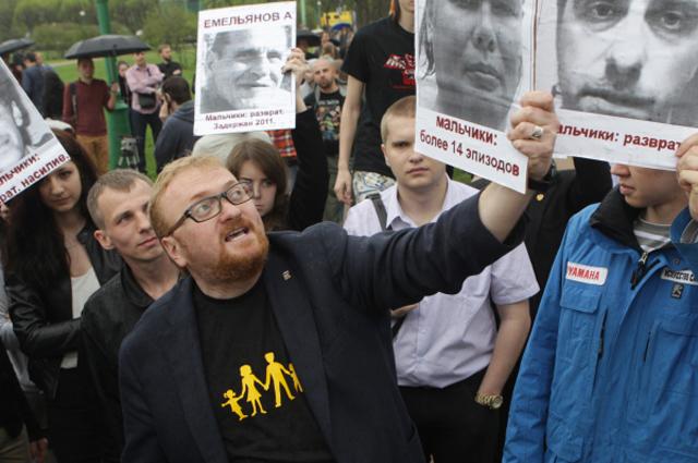 Депутат Законодательного собрания Санкт-Петербурга Виталий Милонов на митинге противников нетрадиционной сексуальной ориентации на Марсовом поле. 2013 год.