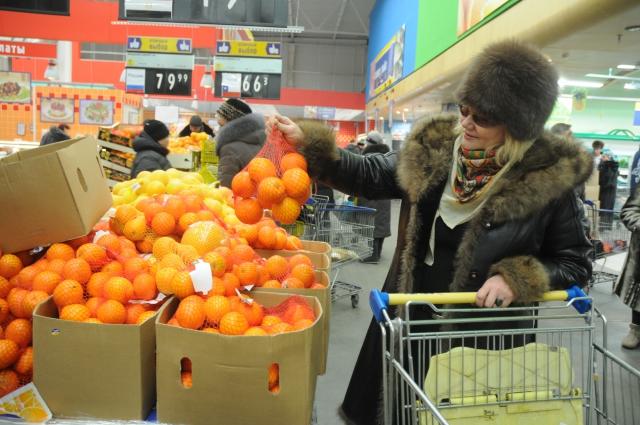 Люди перестают тратить много денег на еду.