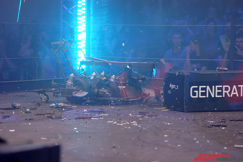 В одной восьмой финала стальной гигант под именем «Матанга» буквально в щепки разнес своего соперника.