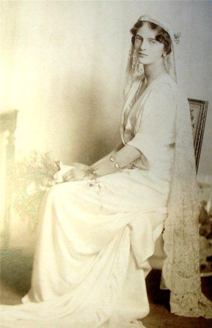 Ирина была единственной дочерью великого князя Александра Михайловича и великой княгини Ксении Александровны .
