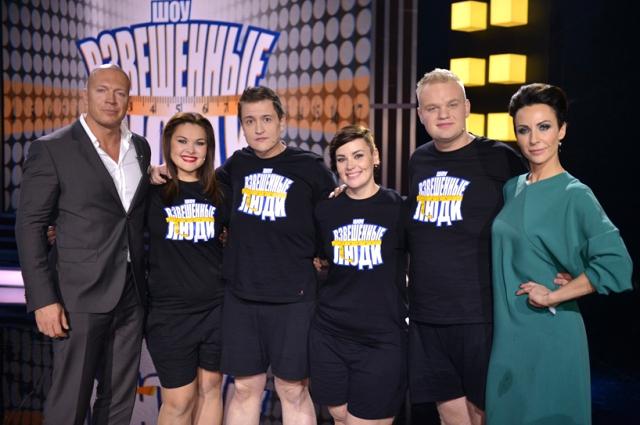 С финалистами шоу и тренерами.