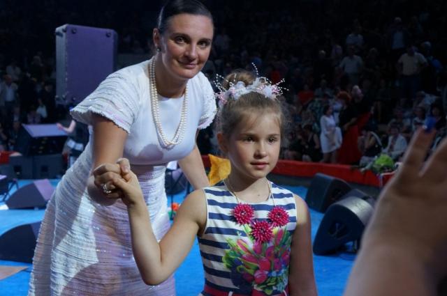 Маша выступает с детства и знакома со многими известными артистами