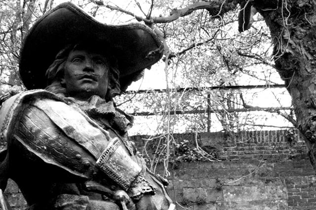 Памятник д'Артаньяну в Маастрихте.