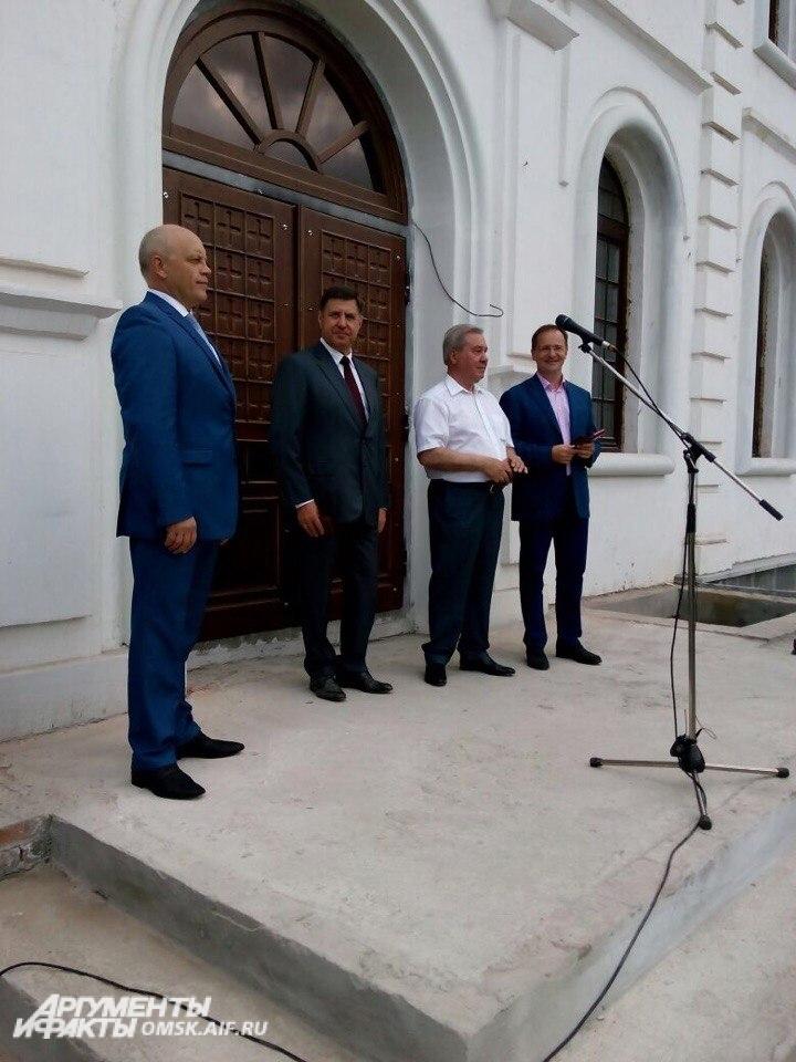 На открытии собора присутствовал министр кльтуры РФ Владимир Мединский.