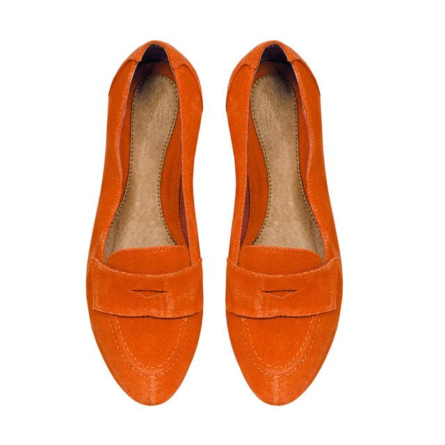 Пара обуви на плоском ходу