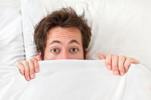 Мужчина, кровать, одеяло
