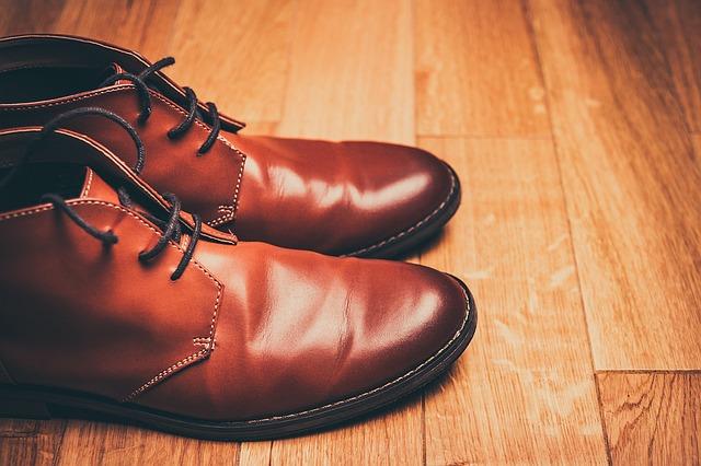 Имейте несколько пар обуви, чтобы она меньше изнашивалась.