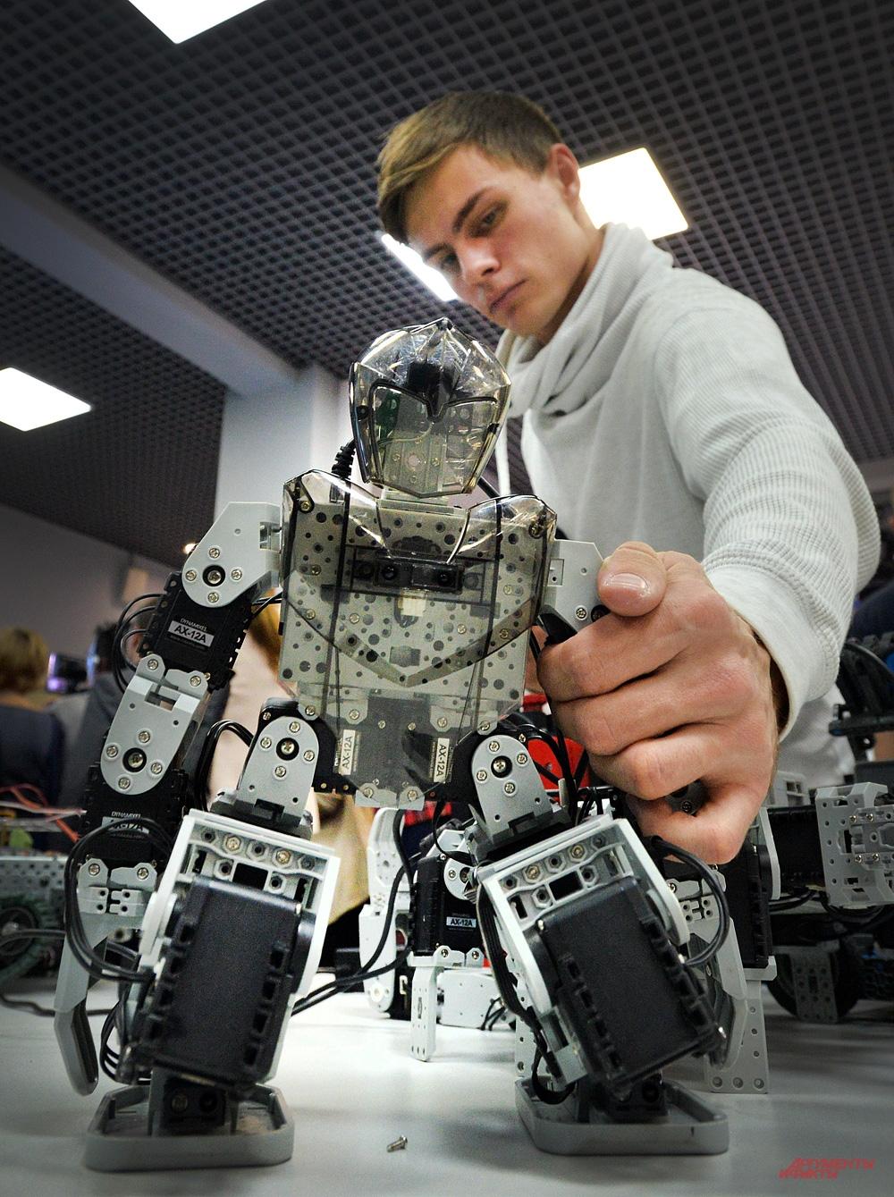 Робототехникам придется выучить и физику, и биологию, и математику.