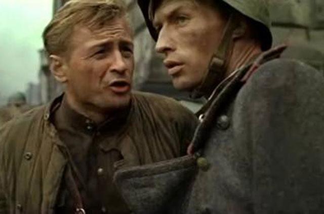 Михаил Ножкин (слева) в роли лейтенанта Ярцева. Кадр из фильма «Освобождение» (1968,1970,1971 гг.)