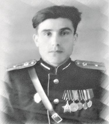 В 1942 году Константин Лалетин был призван в армию.