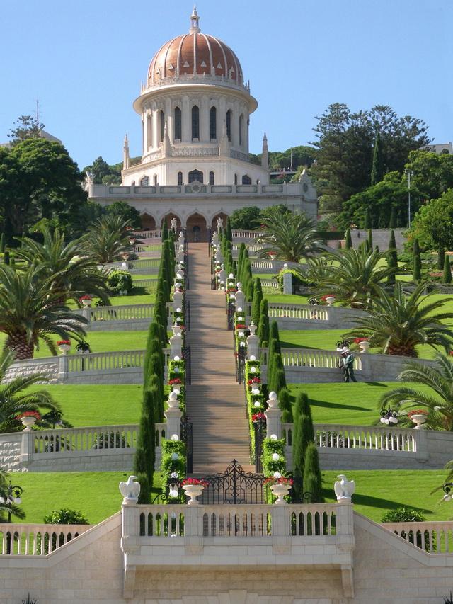 Усыпальница Баба (на фото) и усыпальница Бахауллы в Израиле, а также окружающие их сады причислены ЮНЕСКО к объектам Всемирного наследия.