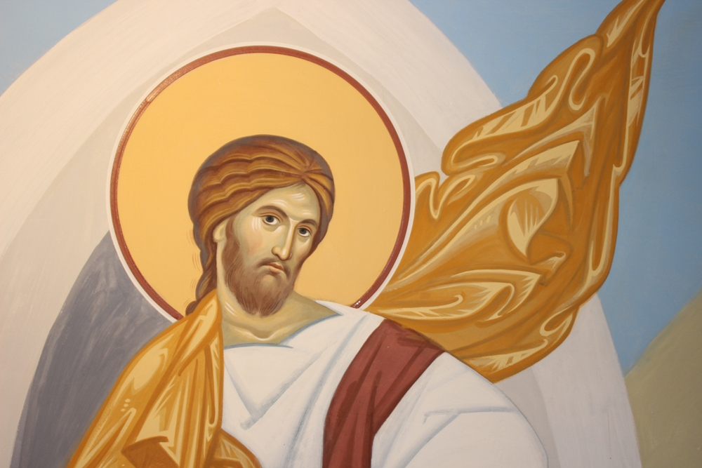 Внутренние стены храма к концу 2019 года украсят иконы и изображения на темы библейских сюжетов. Они создаются по уникальным технологиям  росписи с использованием особой силикатной краски, содержащей жидкое стекло.