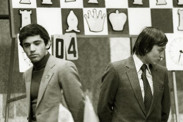 Международный гроссмейстер Гарри Каспаров и трёхкратный чемпион мира по шахматам Анатолий Карпов. 1982 год