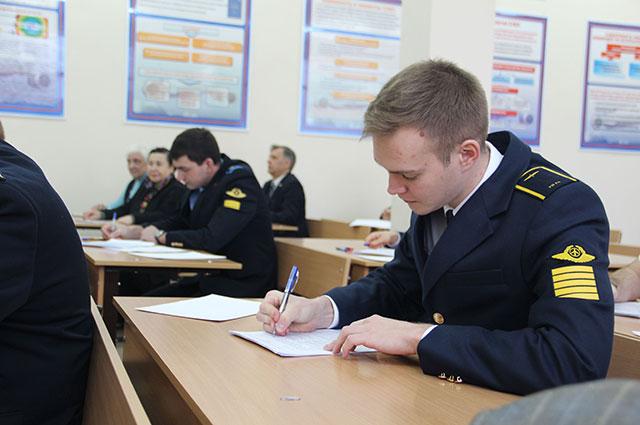 Задания получены, курсанты приступили к их выполнению.