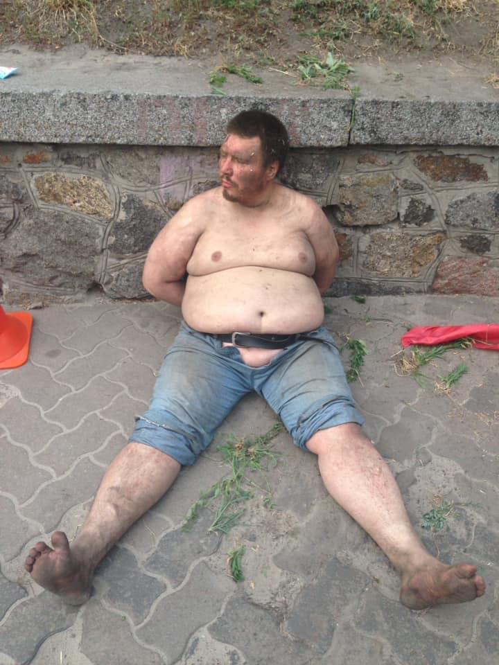 Задержанный мужчина был пойман в полуголом виде.