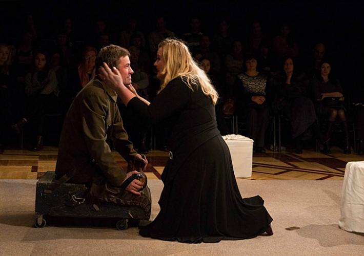 Спектакль «Море...Ночь...Свечи» в Театре драмы и комедии
