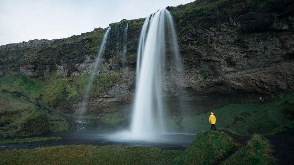Исландия - страна водопадов.