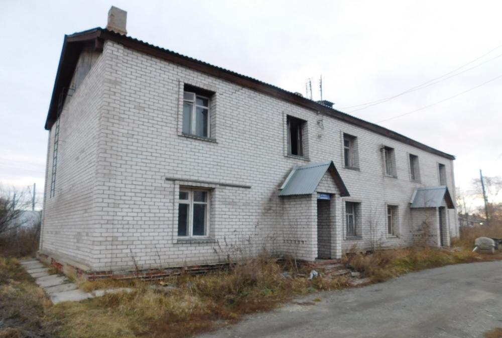 Стены столетнего дома были обложены кирпичом несколько лет назад.