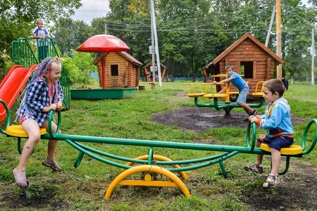 Детская площадка создана тоже на средства фермера.