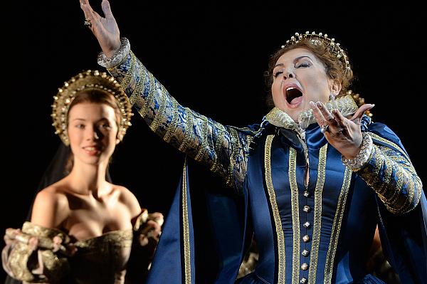 Мария Гулегина в роли Княгини Эболи в сцене из оперы Джузеппе Верди Дон Карлос в постановке режиссера Эдриана Ноубла в Большом театре. 2013 год