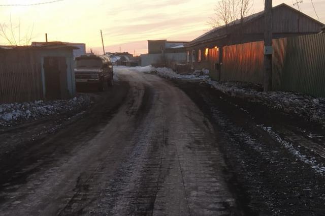 Улицы части Охотска покрыты слоем золы с сентября по июнь.