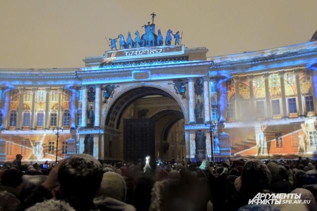 На Дворцовой площади пройдет мультимедийное 3d-шоу.