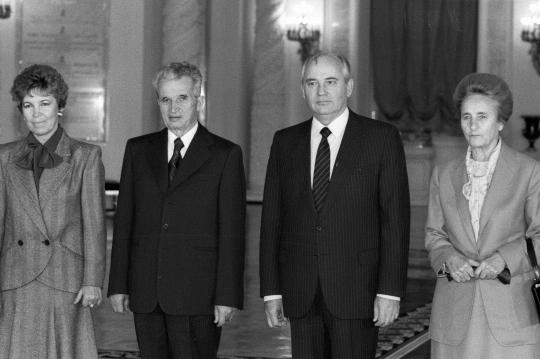 Михаил Горбачёв и Николае Чаушеску с супругами