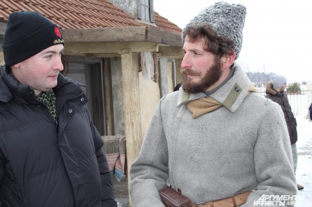 Одежда героев полностью стилизована под время гражданской войны и первых лет советской власти на Дону