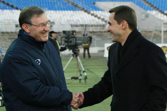 Главный тренер ФК Луч-Энергия Семён Альтман и главный тренер Динамо Андрей Кобелев