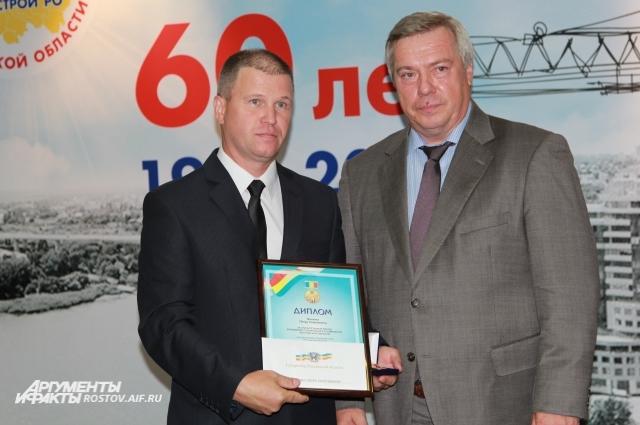 Петр Фесенко окончил вуз, но работает бетонщиком.